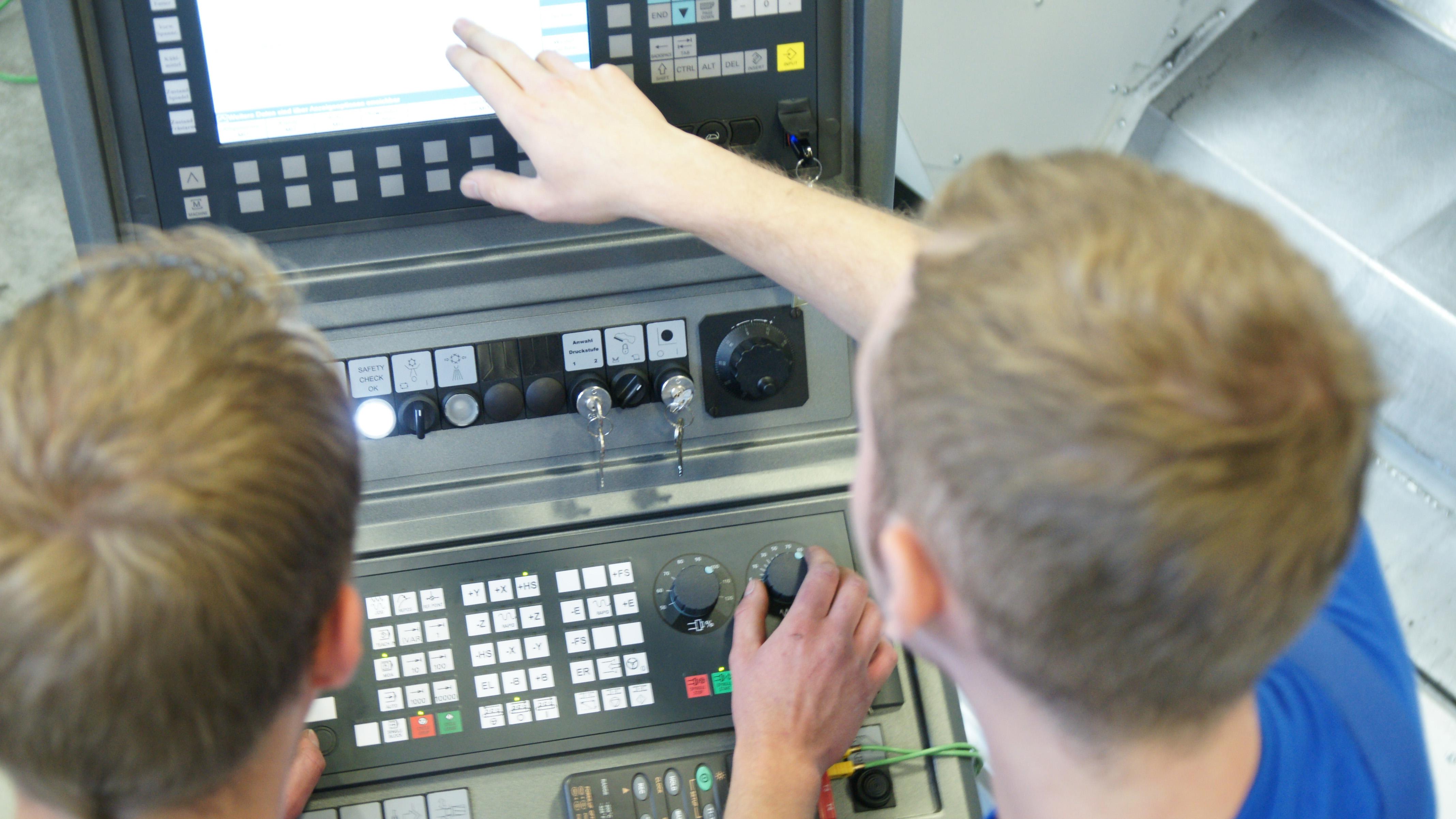 Werkzeugmaschinenbau Service: Schulungen / Machine Tool Service: Training