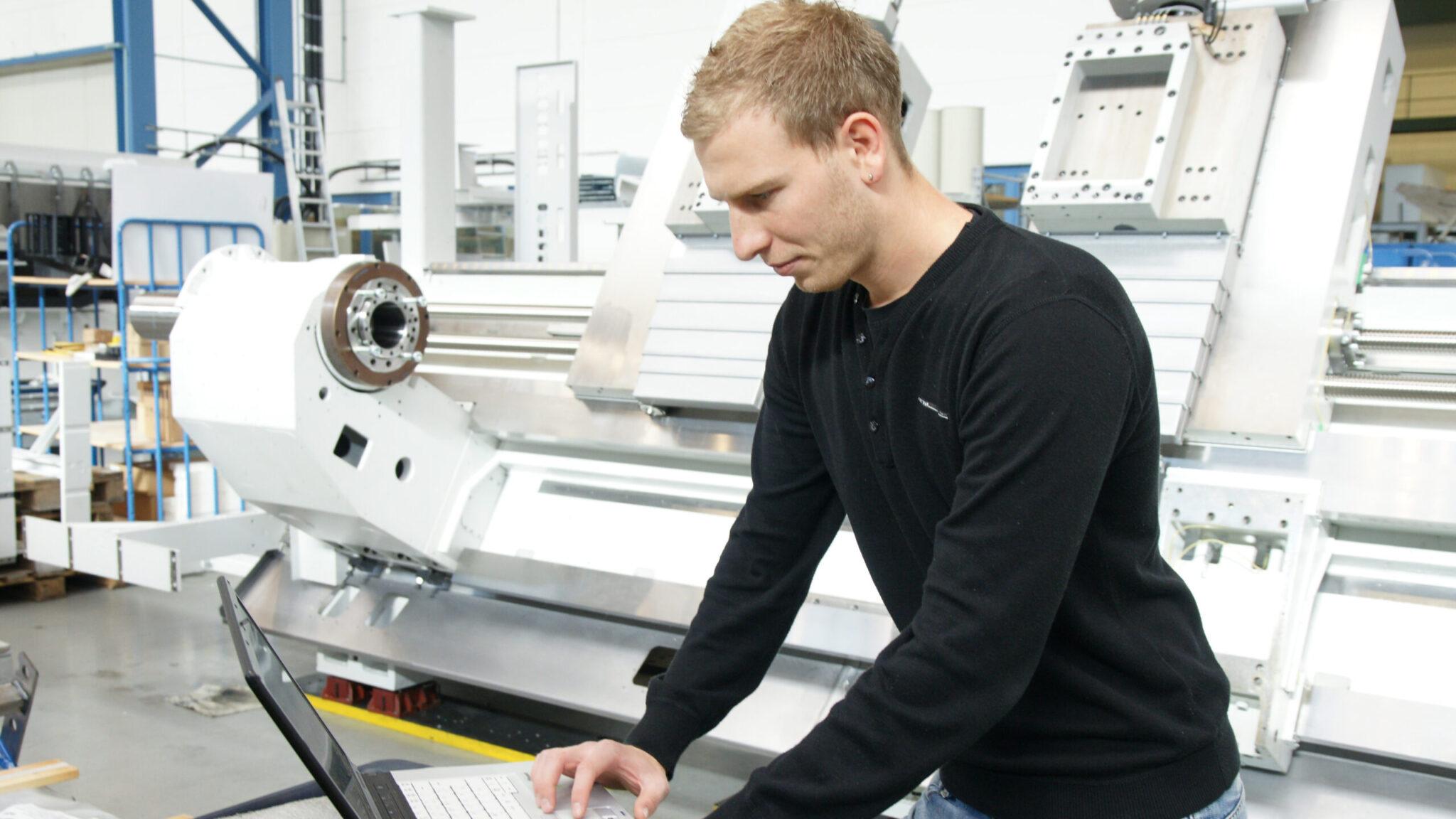 Werkzeugmaschinenbau Service: Schulung-Programmierung / Machine Tool Service: Training-Programming