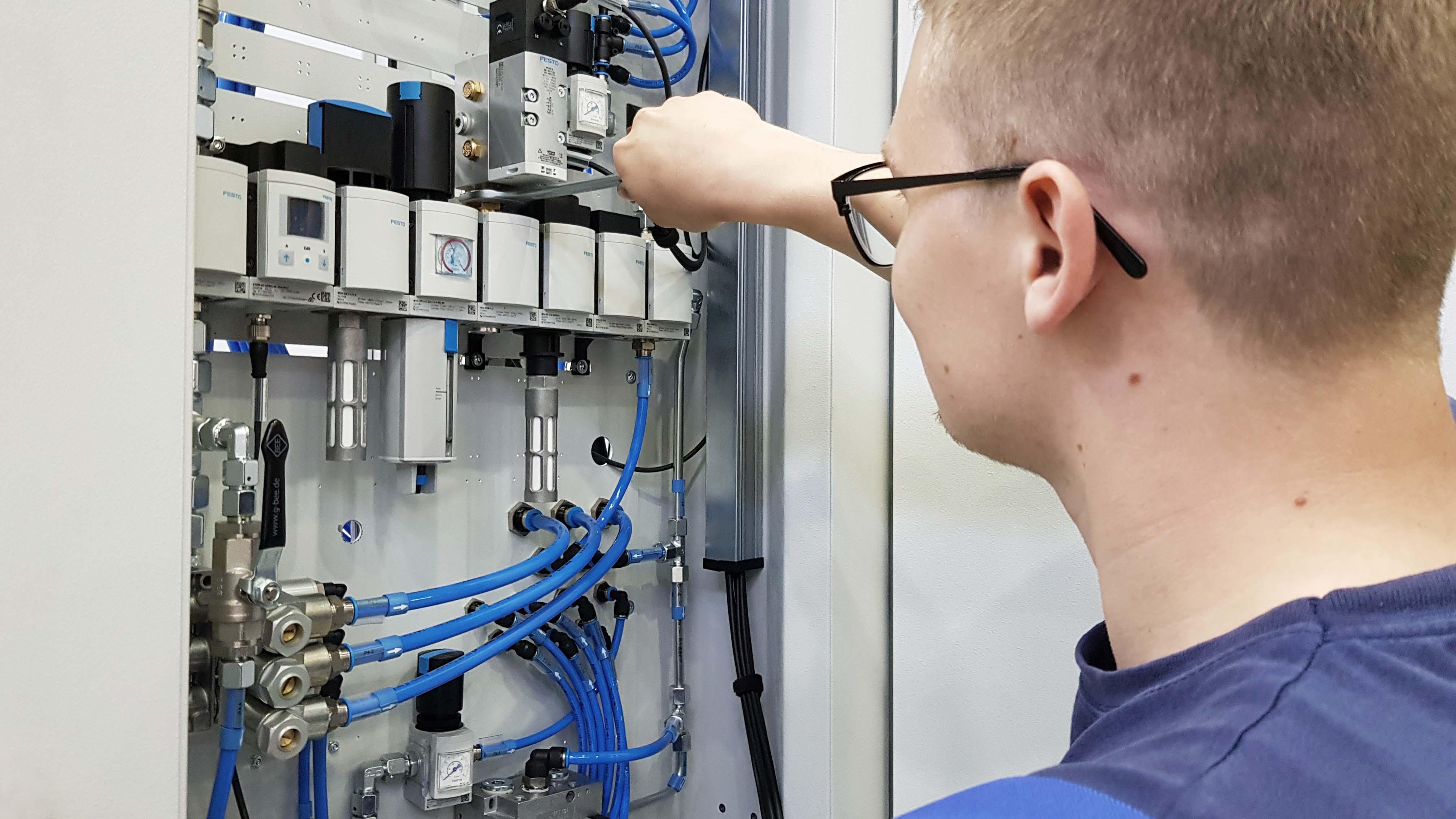 Werkzeugmaschinenbau Service: Wartung / Machine Tool Service: Maintenance